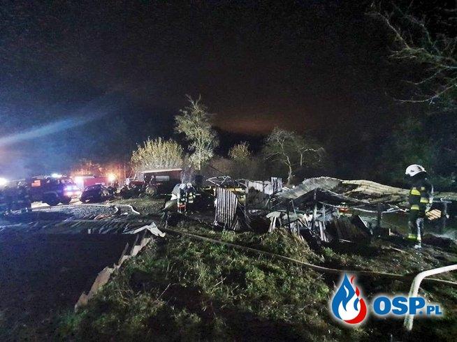 Nocny pożar garażu w Jaszczurowej. W akcji zastępy PSP i OSP. OSP Ochotnicza Straż Pożarna