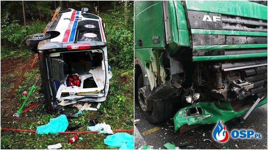 Tragiczne zderzenie karetki z ciężarówką. Zginęła przewożona pacjentka. OSP Ochotnicza Straż Pożarna