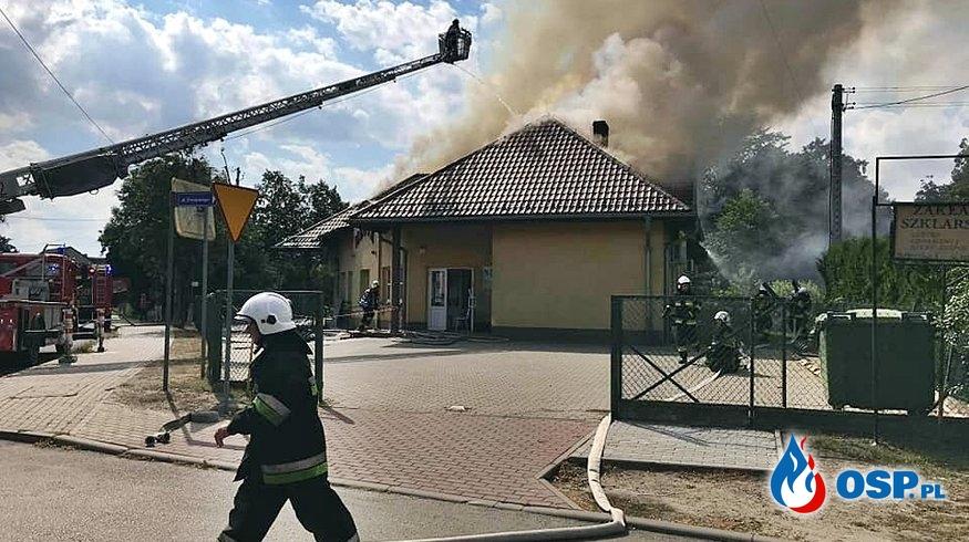 Pożar przychodni w Praszce. W akcji kilkanaście zastępów strażaków. OSP Ochotnicza Straż Pożarna