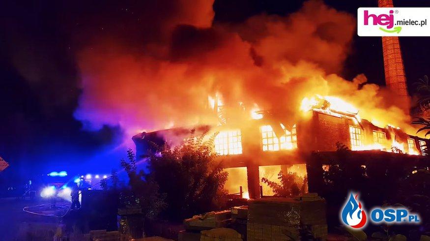 Pożar starej cegielni w Mielcu. OSP Ochotnicza Straż Pożarna