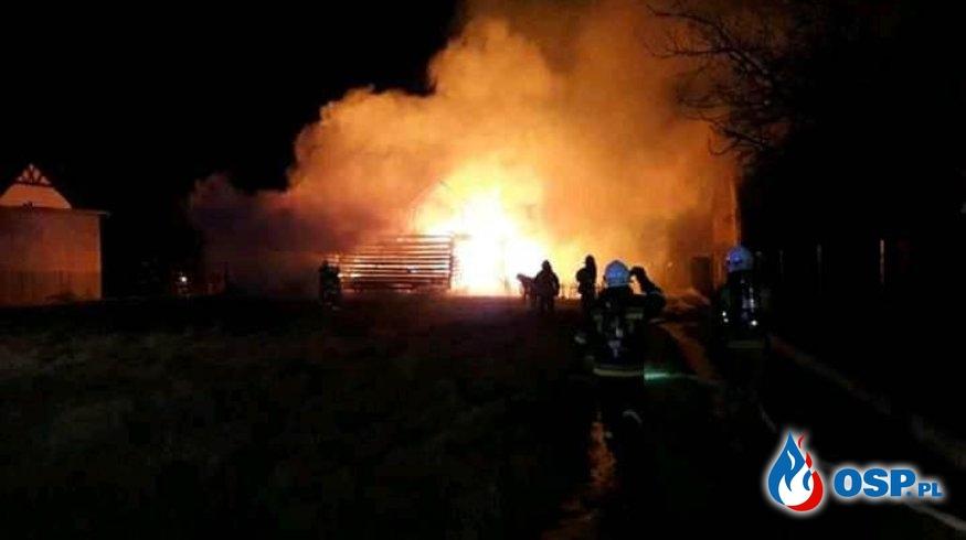 Dwie stodoły w ogniu. W akcji 14 zastępów strażaków. OSP Ochotnicza Straż Pożarna
