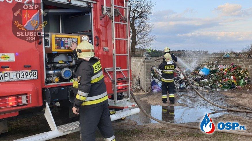 Gęsty dym na cmentarzu OSP Ochotnicza Straż Pożarna