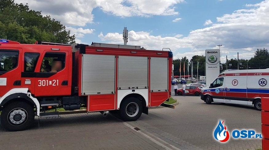 Samochód sam wezwał strażaków do wypadku. Auto stało... w salonie samochodowym. OSP Ochotnicza Straż Pożarna