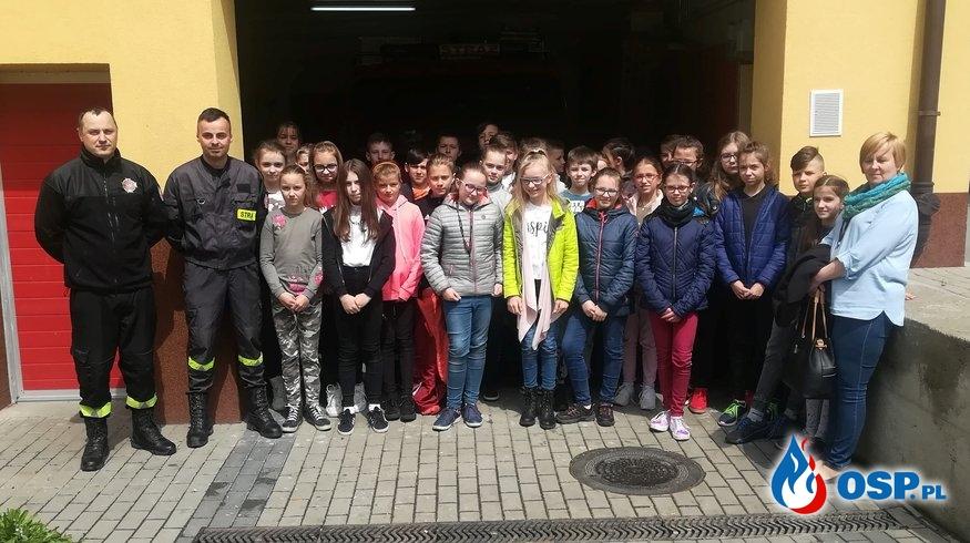 Uczniowie odwiedzili remizę OSP Ochotnicza Straż Pożarna